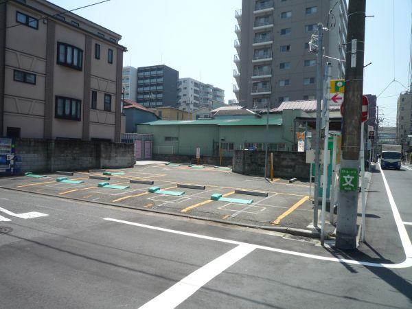 白妙町駐車場